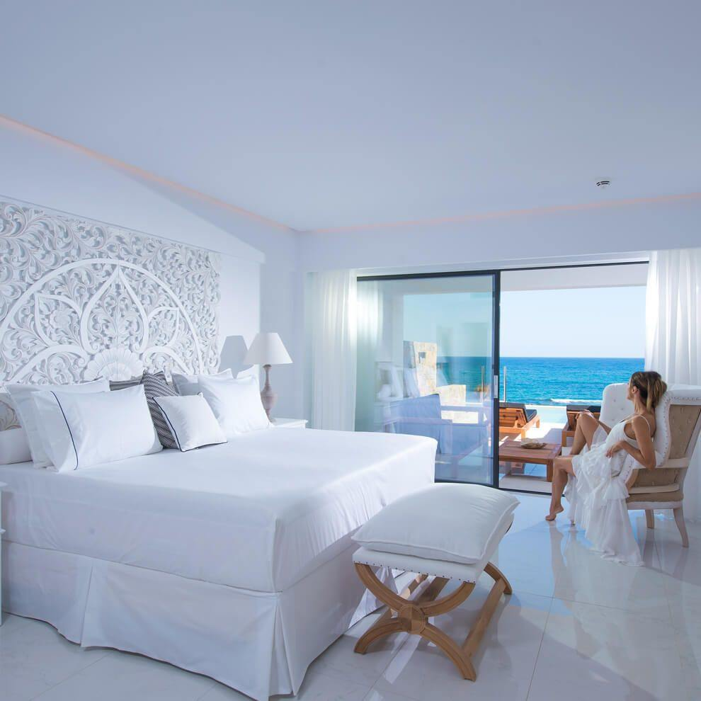 luxury_seafront_guestroom_private_pool_boxonethird_015a845640fe19f11cd2c85e0fb9fcd9